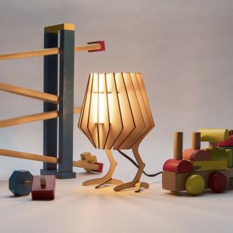 Transformez votre lampe spot-nik mini avec humour et pattes de poulet