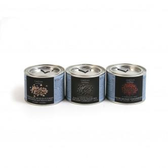 Poivre blanc, poivre noir et poivre rouge en boîte métal refermable