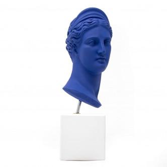 Buste Artémis bleu klein sur socle blanc
