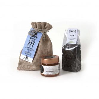 Petit  sac cadeau en jute naturelle contenant 50 g de thé noir Assam et une confiture mangue-abricot 100 g