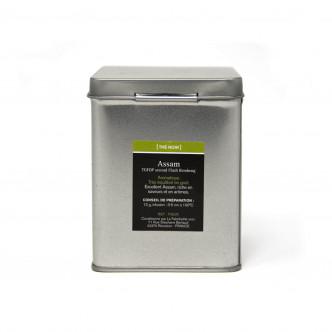 Conservation impeccable du thé noir Assam en boîte métal de 100 g.