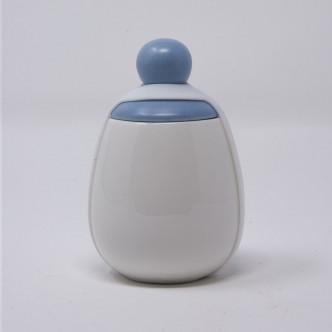 Coquetier porcelaine blanche chapeau bleu ruban de silicone