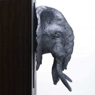 Trophée éléphant en terre cuite sur plaque métal. Sculpture unique