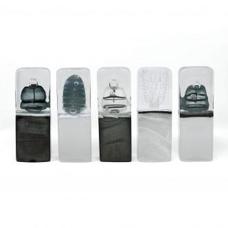 Série de totems en verre, sculptures abstraites soufflage et fusing