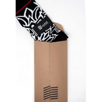 Les chaussettes Oybo présentées en pochette de carton recyclé