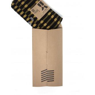 Chaussettes présentées dans une jolie pochette carton recyclé.