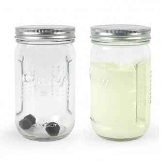 Un bocal en verre et 3 billes de silicone pour une super chantilly