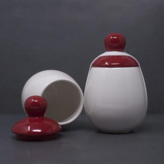 Coquetier porcelaine brillante blanche et rouge et ruban de silicone pour cuire 3 œufs