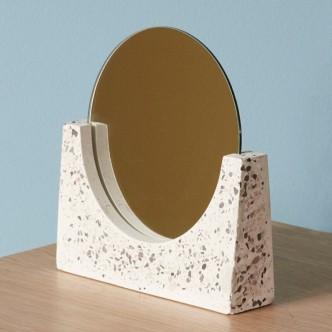 Miroir rond sur socle en terrazzo