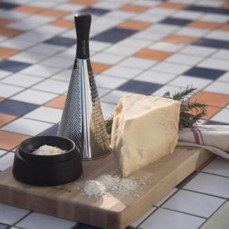 Râpe à fromage Legnoart avec coupelle réservoir en bois