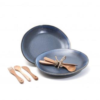 2 assiettes vintage céramique bleue et couverts en bois huilé