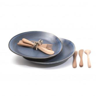 Paire d'assiettes seventies en céramique bleue et couverts en bois huilé