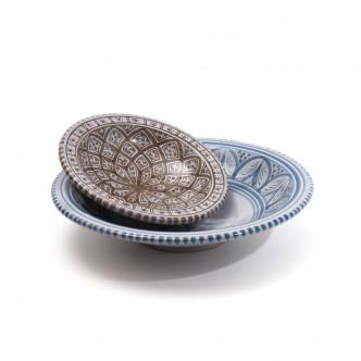2 plats de service graphisme oriental brun et bleu, poterie artisanale peinte à la main