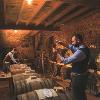 Fabrication artisanale Baume de Bouteville, balsamique de Cognac