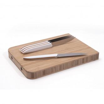 Planche à découper en bambou livrée avec les couteaux