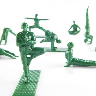 Figurines petits soldats GI pratiquant le yoga