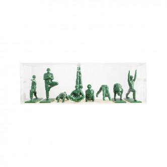 Série de 9 figurines GI yoggi en plastique vert